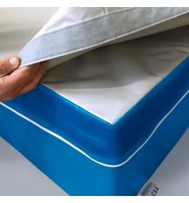 PROTECTIVE TOP-COVER WITH HOOK AND LOOP FASTENER - landing areas for climbing